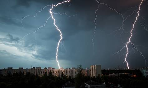 Besonders schwülwarme Luft im Sommer begünstigt die Entstehung von Gewittern. Quelle: WetterOnline