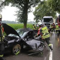 20170714_Unterallgaeu_Wiedergeltingen_Unfall_Pkw_Baum_Feuerwehr_Poeppel-0008