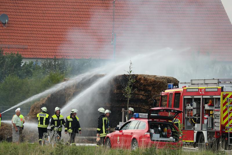 20170817_Unterallgaeu_B16_Hausen_Salgen_Lkw-Heuballen-Brand_Feuerwehr_Poeppel-0026