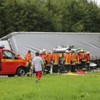 2017-09-06_B32_Geiselharz_Altkarbach_Kombi_Lkw_toedlich_Feuerwehr_Poeppel-0015