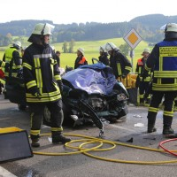 2017-09-27_Unterallgaeu_Boehen-Walddmuehle_Unfall_Feuerwehr_Poeppel-0010