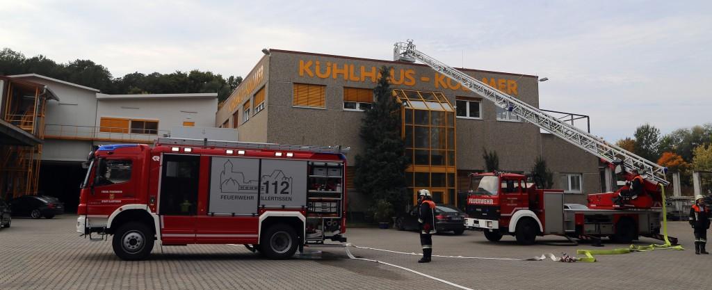 Neu-Ulm_Illertissen_Brand_Dach_Kuehlaus_Feuerwehr_Poeppel