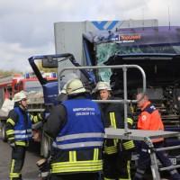 2017-10-06_A7_Dettingen_Berkheim_Lkw-Unfall_Feuerwehr_Poeppel_0005