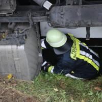2017-10-07_B32_Staig_Lkw-Unfall_Bergung_Feuerwehr_Poeppel_0016