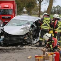 2017-10-10_Unterallgaeu_Tuerkheim_Wiedergeltingen_Zollhaus_Pkw_Baum_Feuerwehr_Poeppel_0003