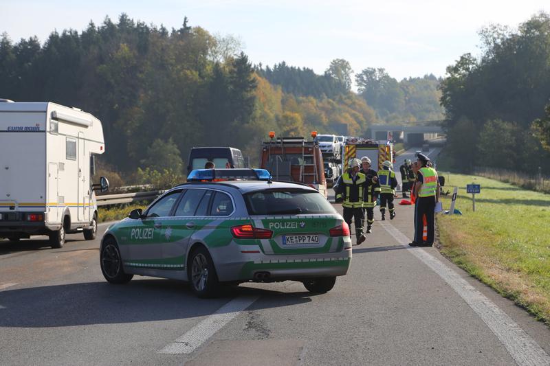 2017-10-13_A96_Stetten_Mindelheim_Unfall_2-Pkw_Lkw_Feuerwehr_Poeppel^-0010