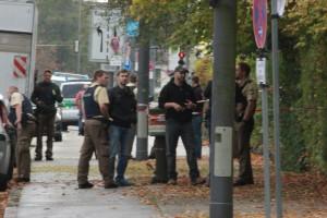 2017-10-21_Muenchen_Ottobrunner-Strasse_Messerstecher_Polizei_Poeppel-0014