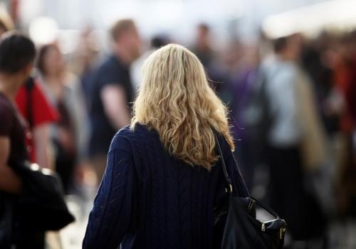 Blonde Frau mit Locken, über dts Nachrichtenagentur