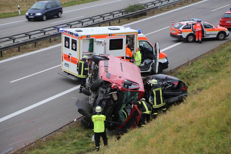 2017-11-05_A96_Mindelheim_Stetten_Transporter_Pkw_Feuerwehr_Poeppel_0001