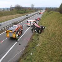 2017-11-05_A96_Mindelheim_Stetten_Transporter_Pkw_Feuerwehr_Poeppel_0002