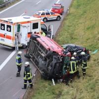 2017-11-05_A96_Mindelheim_Stetten_Transporter_Pkw_Feuerwehr_Poeppel_0003