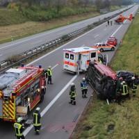 2017-11-05_A96_Mindelheim_Stetten_Transporter_Pkw_Feuerwehr_Poeppel_0004
