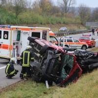 2017-11-05_A96_Mindelheim_Stetten_Transporter_Pkw_Feuerwehr_Poeppel_0007