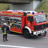2017-11-05_A96_Mindelheim_Stetten_Transporter_Pkw_Feuerwehr_Poeppel_0023