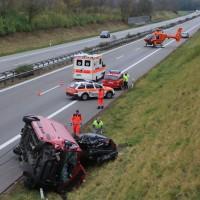 2017-11-05_A96_Mindelheim_Stetten_Transporter_Pkw_Feuerwehr_Poeppel_0034