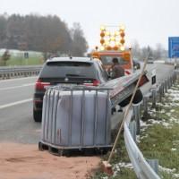 2017-11-16_A7_Kempten-Leubas_Unfall_Leinoel_Anhaenger_Polizei_Poeppel_0002