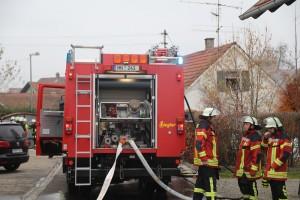 2017-11-17_Unterallgaeu_Wolfertschwenden_Zimmerbrand_Feuerwehr_Poeppel_0009