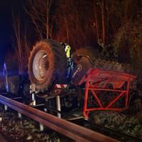 2017-11-20_A7_Dietmannsried_Leubas_Unfall_Traktor_Boeschungsarbeiten_Polizei_Kutter_Poeppel-0001