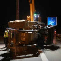 2017-11-20_A7_Dietmannsried_Leubas_Unfall_Traktor_Boeschungsarbeiten_Polizei_Kutter_Poeppel-0029