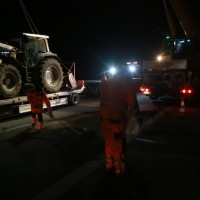 2017-11-20_A7_Dietmannsried_Leubas_Unfall_Traktor_Boeschungsarbeiten_Polizei_Kutter_Poeppel-0046