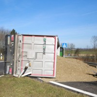 2017-11-22_A7_Berkheim_Lkw-Unfall_Polizei_Poeppel_0003