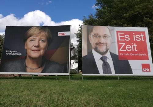 Wahlplakate mit Angela Merkel und Martin Schulz, über dts Nachrichtenagentur
