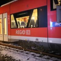2017-12-01_Unterallgaeu_Breitenbrunn_Pkw_Regionalzug_Feuerwehr_Poeppel20171201_0011