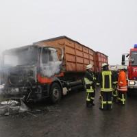 2017-12-05_Biberach_Oberessendorf_Lkw-Brand_Feuerwehr_Poeppel_0002