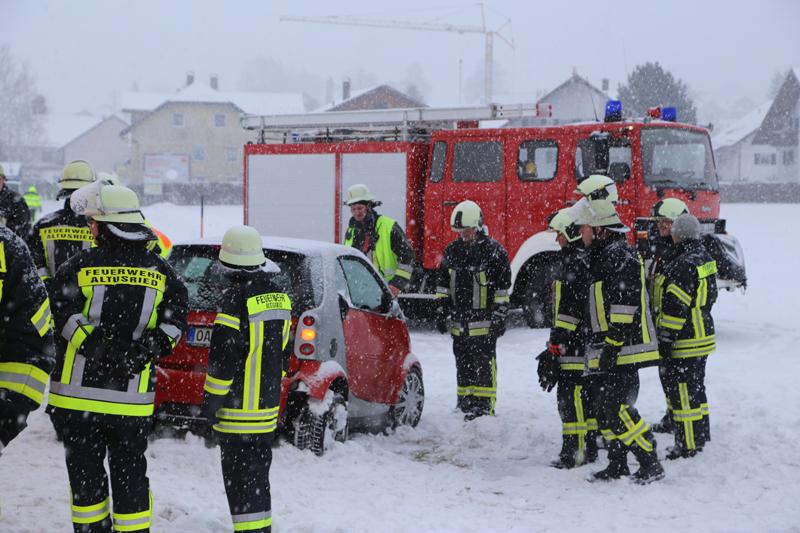 2017-12-10_Oberallgaeu_Kimratshofen_Unfall_Schnee_Feuerwehr_Poeppel_0006