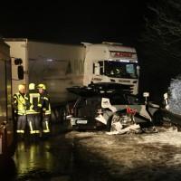 2017-12-17_A7_Altenstadt_Dettingen_Lkw-Unfall_Feuerwehr_Poeppel_0011
