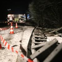 2017-12-17_A7_Altenstadt_Dettingen_Lkw-Unfall_Feuerwehr_Poeppel_0014