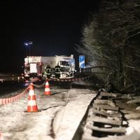 2017-12-17_A7_Altenstadt_Dettingen_Lkw-Unfall_Feuerwehr_Poeppel_0015