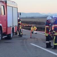 2017-12-24_A7_Groenenbach_Woringen_Unfall_schwer_Feuerwehr_Poeppel_0018