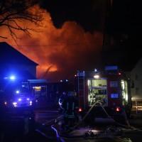 2017-12-24_Unterallgaeu_Altisried_Großbrand_Gebaeude_Feuerwehr_Poeppel_0007