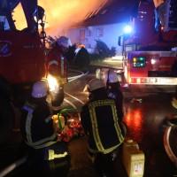 2017-12-24_Unterallgaeu_Altisried_Großbrand_Gebaeude_Feuerwehr_Poeppel_0013