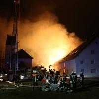 2017-12-24_Unterallgaeu_Altisried_Großbrand_Gebaeude_Feuerwehr_Poeppel_0039