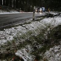 2017-12-30_Biberach_Kirchberg_Gutenzell_Unfall_Schneeglaette_Feuerwehr_Poeppel_0003