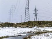 Hochspannungsleitung Strommast Winter