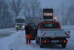 2017-01-17_Wintergewitter_A7-Berkheim_Lkw_Glatteis_Poeppel_0002