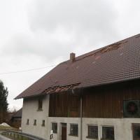 2018-01-04_Ravensburg_Immenried_Daecher-beschaedigt_Stadel-abgedeckt_Feuerwehr_Unwetter_Poeppel_0003