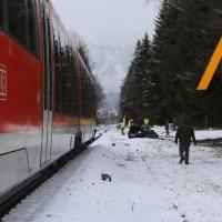 2018-01-19_Ostallgaeu_Fuessen_Bahnunfall_Pkw_Regionalbahn_Polizei_Poeppel20180119_0005