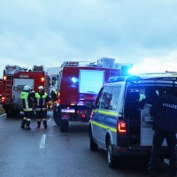 2018-01-19_Unterallgaeu_Erkheim_Guenz_Unfall_Lkw_Transporter_Feuerwehr_Poeppel_0002