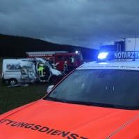 2018-01-19_Unterallgaeu_Erkheim_Guenz_Unfall_Lkw_Transporter_Feuerwehr_Poeppel_0011
