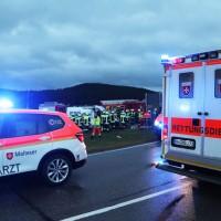 2018-01-19_Unterallgaeu_Erkheim_Guenz_Unfall_Lkw_Transporter_Feuerwehr_Poeppel_0013