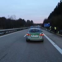 2018-0124_A96_Erkheim_Stetten_UNfall_Autotransporter_Feuerwehr_Poeppel_0001