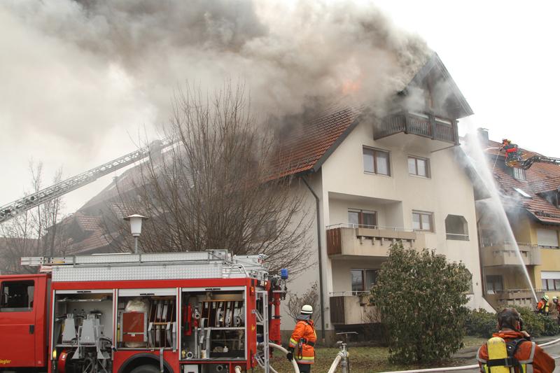 2018-02-22_Wangen_Allgaeu_Brand_Mehrfamilienhaus_Feuerwehr_Poeppel_0036