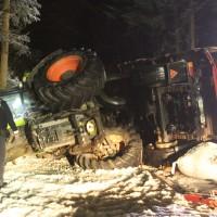 2018-03-02_Mooshausen_Haslach_Traktor-Unfall_Glaette_Feuerwehr_Bergung_0013