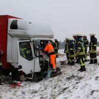 2018-03-19_B12_Kaufbeuren_Neugablonz_Lkw-Unfall_Feuerwehr_0007