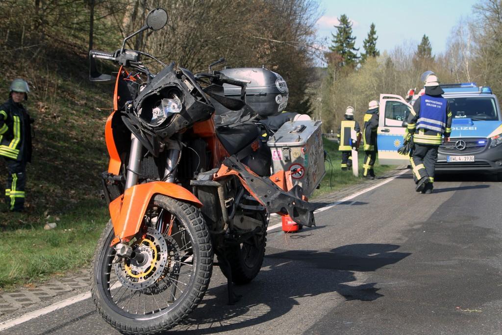 2018-04-11_Biberach_Edenbachen_Motorradunfall_Feuerwehr_Polizei_0004