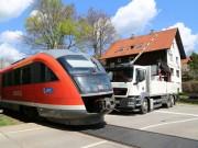 2018-04-17_Kempten_Lenzfried_Unfall_Lkw_Bahnuebergang_Polizei_0003